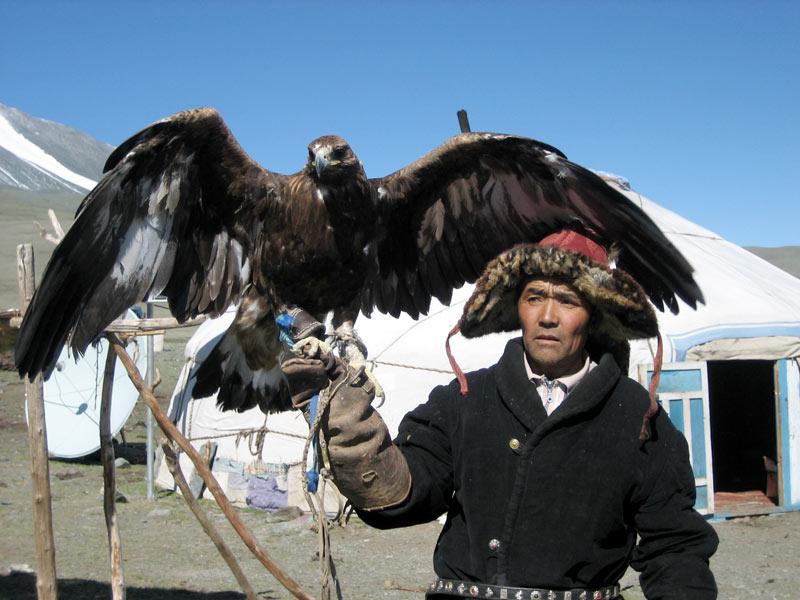 Kazakh eagle hunter in Mongolia. Photo credit: Yulia Protosova