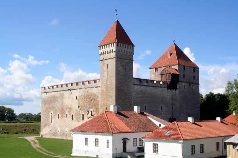 Tall Herman and Sturvolt at Kuressaare Castle on Saaremaa Island, Estonia. Photo credit: Kestutis Ambrozaitis