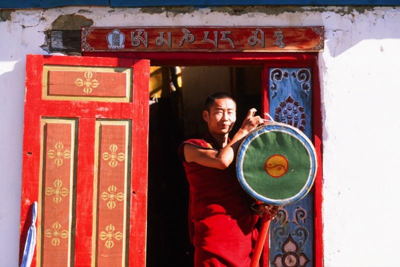 A Buddhist monk in Mongolia. Photo credit: Peter Guttman