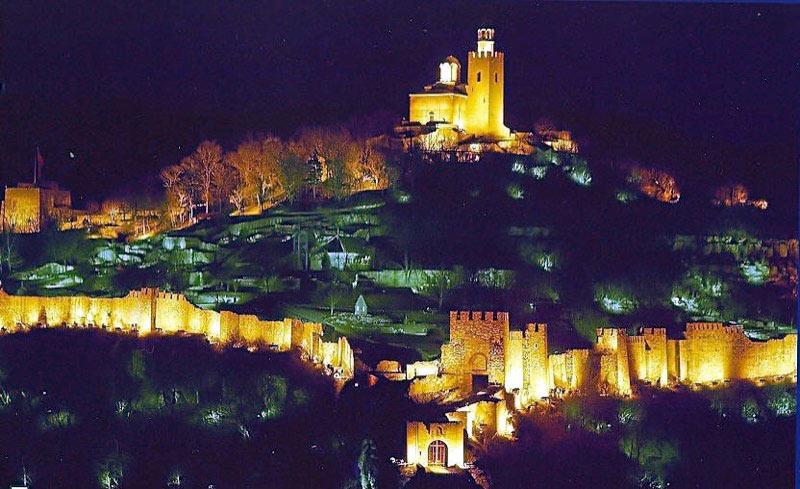 Tsaravets Hill at night in Veliko Tarnovo, Bulgaria. Photo credit: Alexander Tour