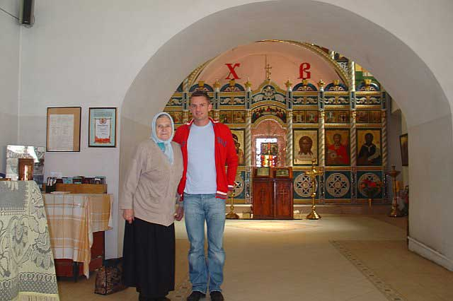 John with a new babushka (granny) friend in Ilinsky Church in Suzdal