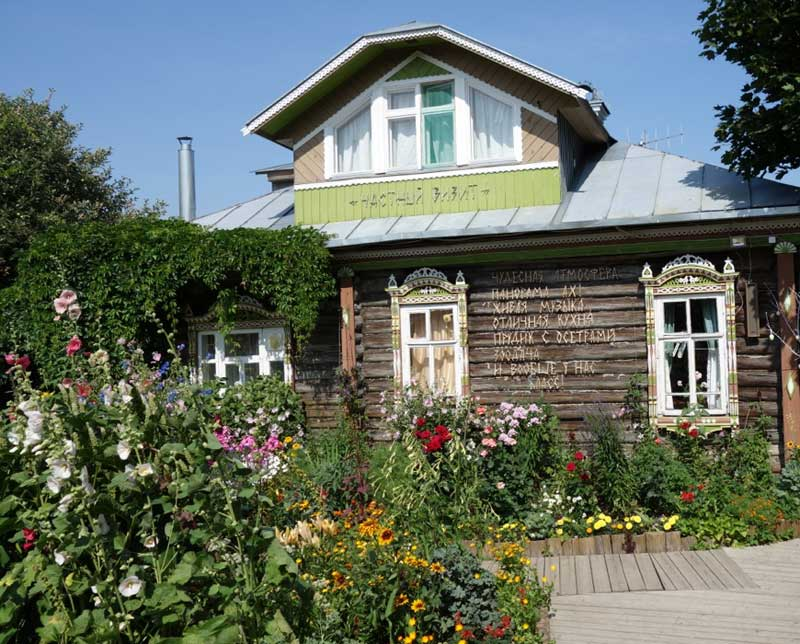 Visit a Russian cottage in Plyos. Photo credit: John Seckel