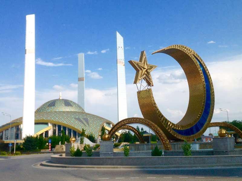 """Mother's Heart"" mosque in Argun, Chechnya, built in honor of Haja Aymani Kadyrova. Photo credit: Michel Behar"