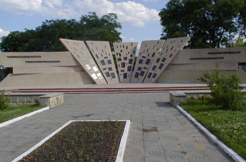The Memorial to the Defenders of Transdniester commemorates the Soviet soldiers who were killed in this region during WWII. Photo credit: Paul Schwartz
