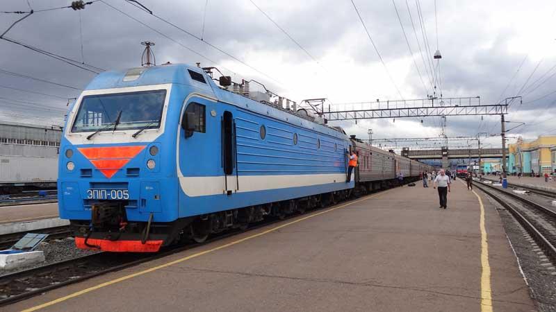 Exterior of a Russian Railways regularly scheduled train. Photo: Vlad Kvashnin