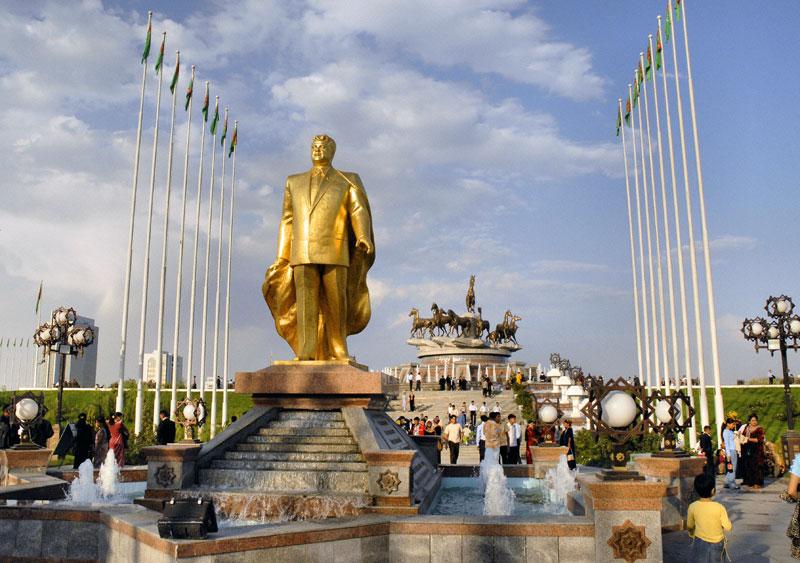 An early golden statue of Turkmenbashi, Turkmenistan's former president (Ashgabat, Turkmenistan). Photo credit: Ana Filonov