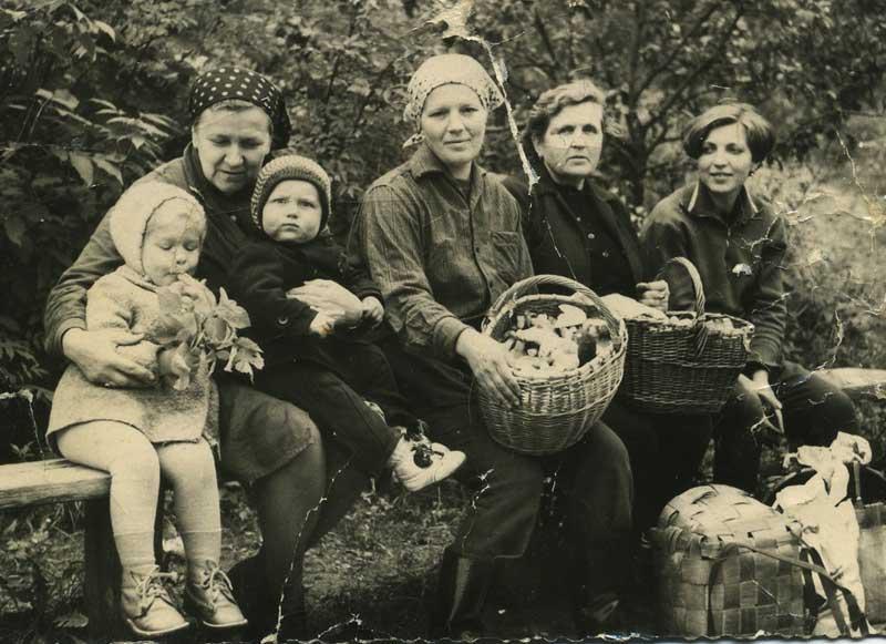 Picking mushrooms, a Russian family tradition. Photo credit: Olga Boyarskaya