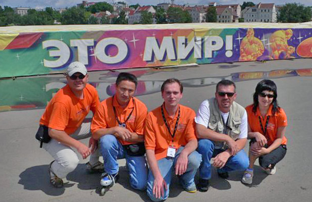Our 2007 MIR crew truly ran the distance to make the Blue Planet Run a success (BTW, the sign says 'MIR.') Photo credit: Douglas Grimes