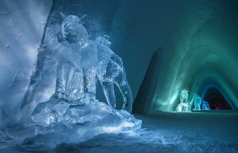 Ice sculptures inside the Snow Hotel. Photo credit: Kirkenes Snow Hotel / Nevra Pictures