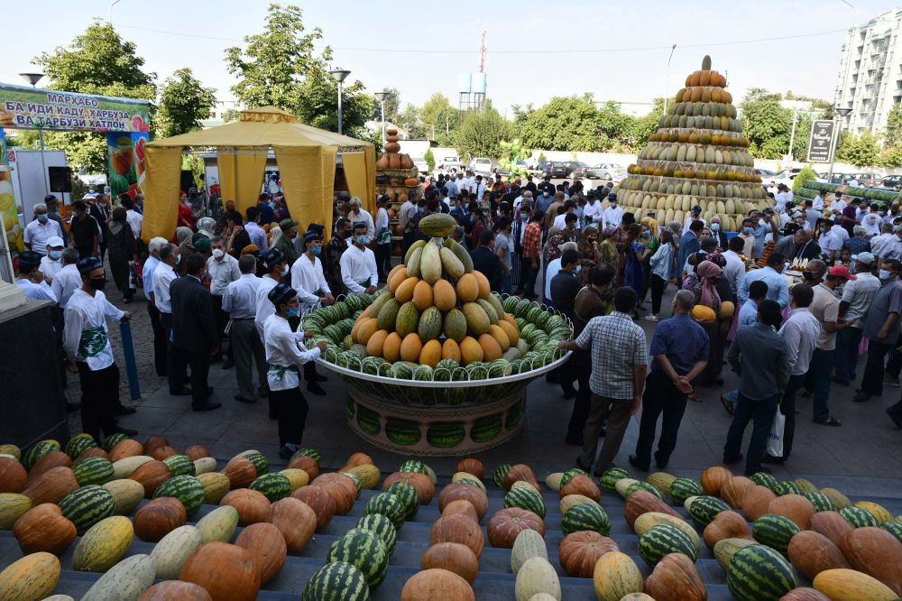 A variety of melons on display in Dushanbe, Tajikistan. Photo credit: Dilshod Karimov