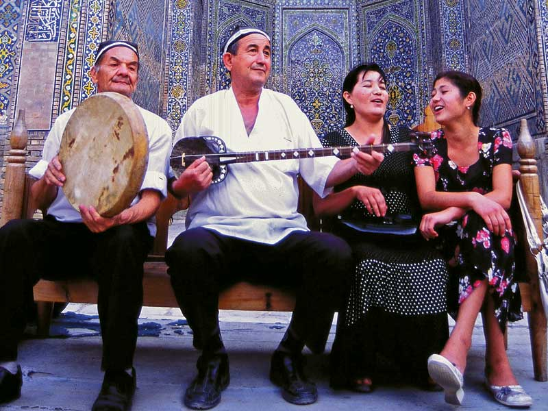 Fusing vocals and instrumentals, shashmaqom has been performed for more than 1,000 years. Photo credit: Peter Guttman